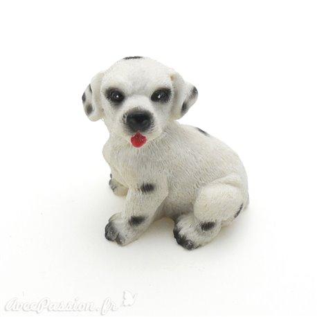 Miniature vitrine chien blanc tacheté noir 3x3.5cm