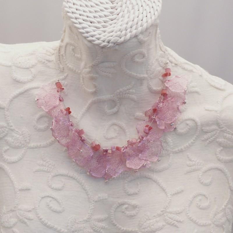 collier fantaisie rose pale
