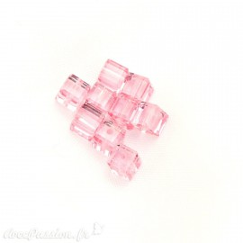 Perles swarovski cube rose 4 mm