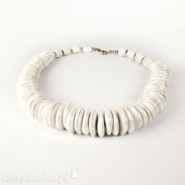 Collier fantaisie Kazuri céramique blanc irisé tukhana 45cm -