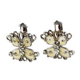 Boucles d'oreilles papillon fantaisie blanc bijou de créateur -