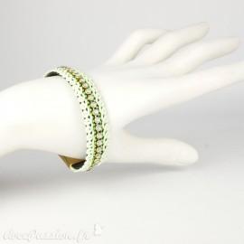 Bracelet Cheny's aimanté vert amande avec rubans torsadés et strass - attache en métal doré