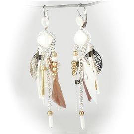 Boucles d'oreilles Patchwork oreilles percées dormeuses argent , blanc et plumes blanche et marron