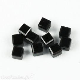 Perles Swaroski cube noir 4 mm