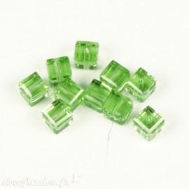 Perles Swaroski cube vert peridot 4 mm