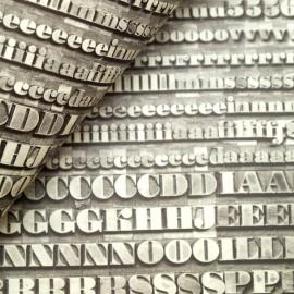Papier tassotti motifs typographie noir et blanc