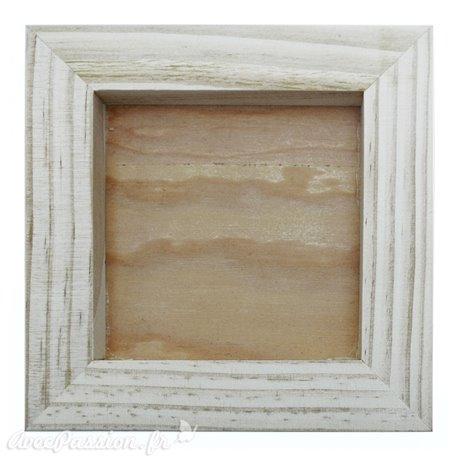 Cadre bois brut objets et création en relief