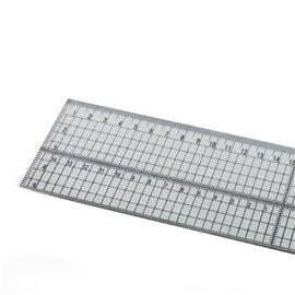 Règle plastique de 30cm avec bord en métal