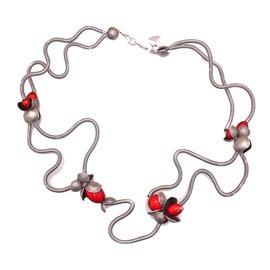 Collier fantaisie créateur Sandrine Giraud fleurs rouges -