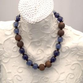 Collier fantaisie multicolore bleu et marron en résine -