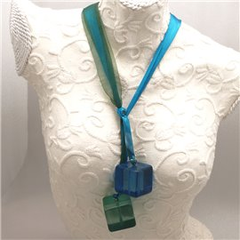 collier-fantaisie-ruban-organza-bleu-et-vert-de-3-cm-cube-b-bijou-createur-manouk-ref-u0471