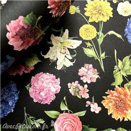 Papier tassotti à motifs fleurs fond noir