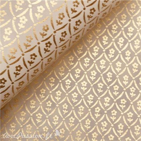 Papier tassotti à motifs fleurs dorées fond blanc