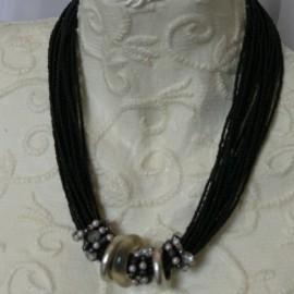 collier-fantaisie-austral-noir-s30-bijou-createur-manouk-ref-00247
