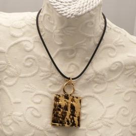 collier-fantaisie-chule-lien-noir-et-medaillon-dore-martele-bijou-createur-chule-ref-00273