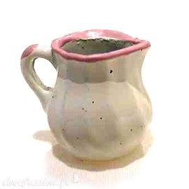 Miniature vitrine pot à lait blanc et rose 1.5x1.5cm