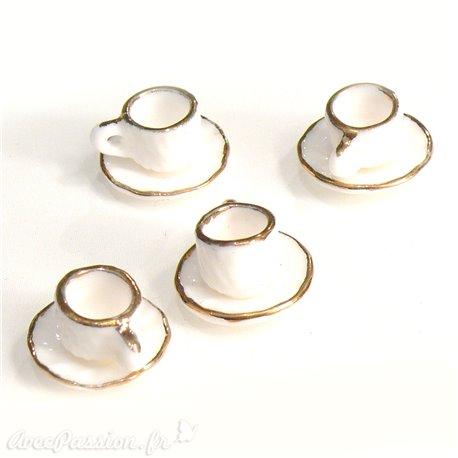 Miniature vitrine tasses et sous tasses porcelaine blanche 1.5x1cm qu4