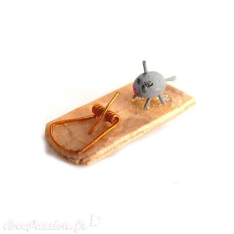 Miniature vitrine tapette à souris 2x0.5cm
