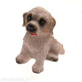 Miniature vitrine chien beige 3x3.5cm