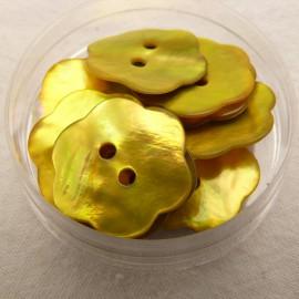 Boutons nacre fleur jaune 20mm qu10
