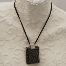 collier-fantaisie-lien-noir-40-cm-medaill-bijou-createur-un-jour-ou-l-autre-ref-00521