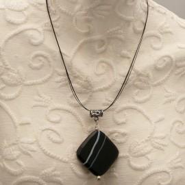 collier-fantaisie-cable-3-rangs-42-cm-medaillon-en-a-bijou-createur-brandiere-ref-00560