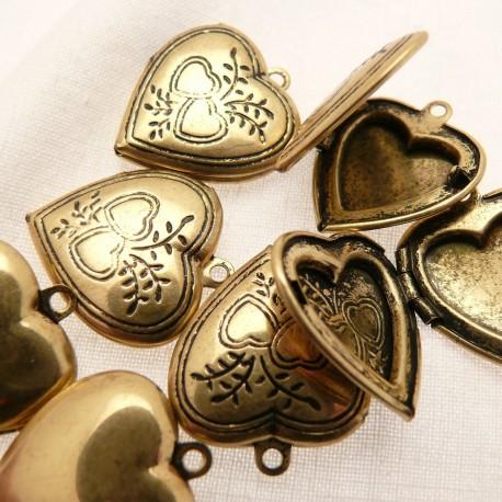Perle métal coeur médaillon doré
