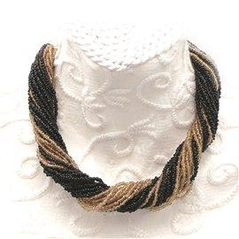collier-fantaisie-rocailles-ambre-et-noir-24-rangs-40-cm-bijou-createur-manouk-ref-00593