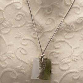 collier-fantaisie-lien-gris-et-blanc-medail-bijou-createur-un-jour-ou-l-autre-ref-00629
