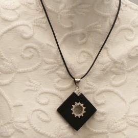 collier-fantaisie-silverlake-medaillon-argent-et-pierre-de-lav-bijou-createur-ref-00635