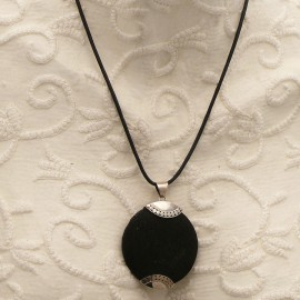 collier-fantaisie-silverlake-medaillon-argent-et-pierre-de-lav-bijou-createur-ref-00636
