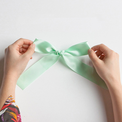 how to put ribbon around a present